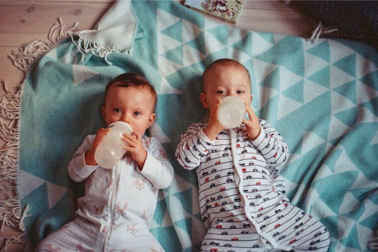 ミルク2人赤ちゃん