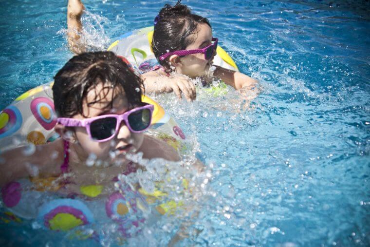 子どもが行けるプールって何
